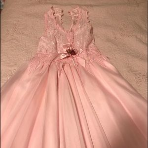 Other - A pink girl's party dress